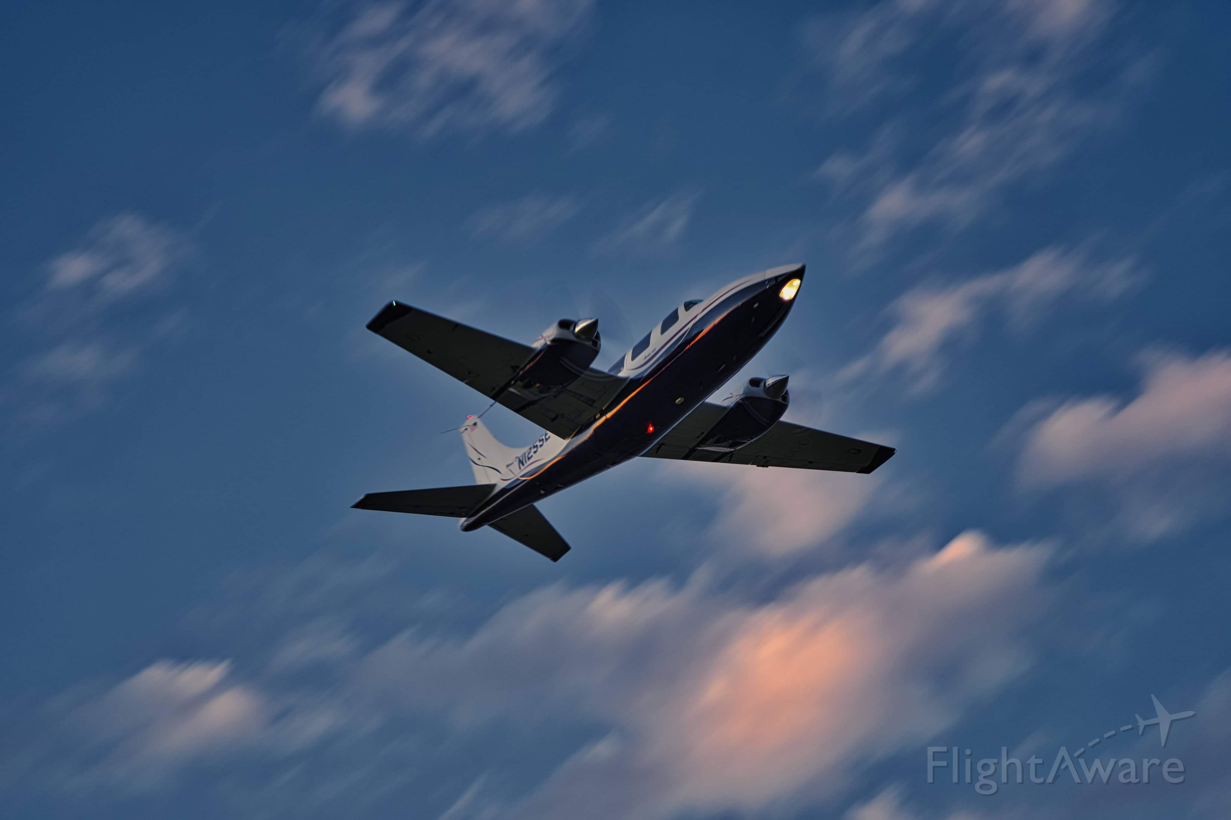 Piper Aerostar (N125SE) - The Wind Dancer fly by.