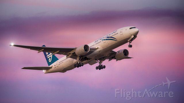 Boeing 777-200 (ZK-OGC)