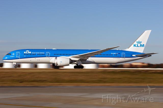 Boeing 787-9 Dreamliner (PH-BHP) - Panning from TechOps