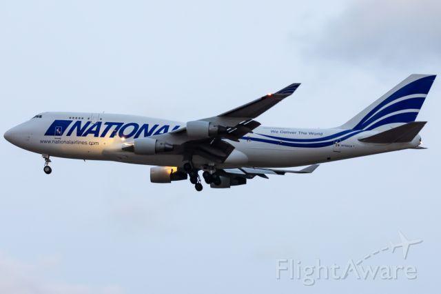 Boeing 747-400 (N702CA)