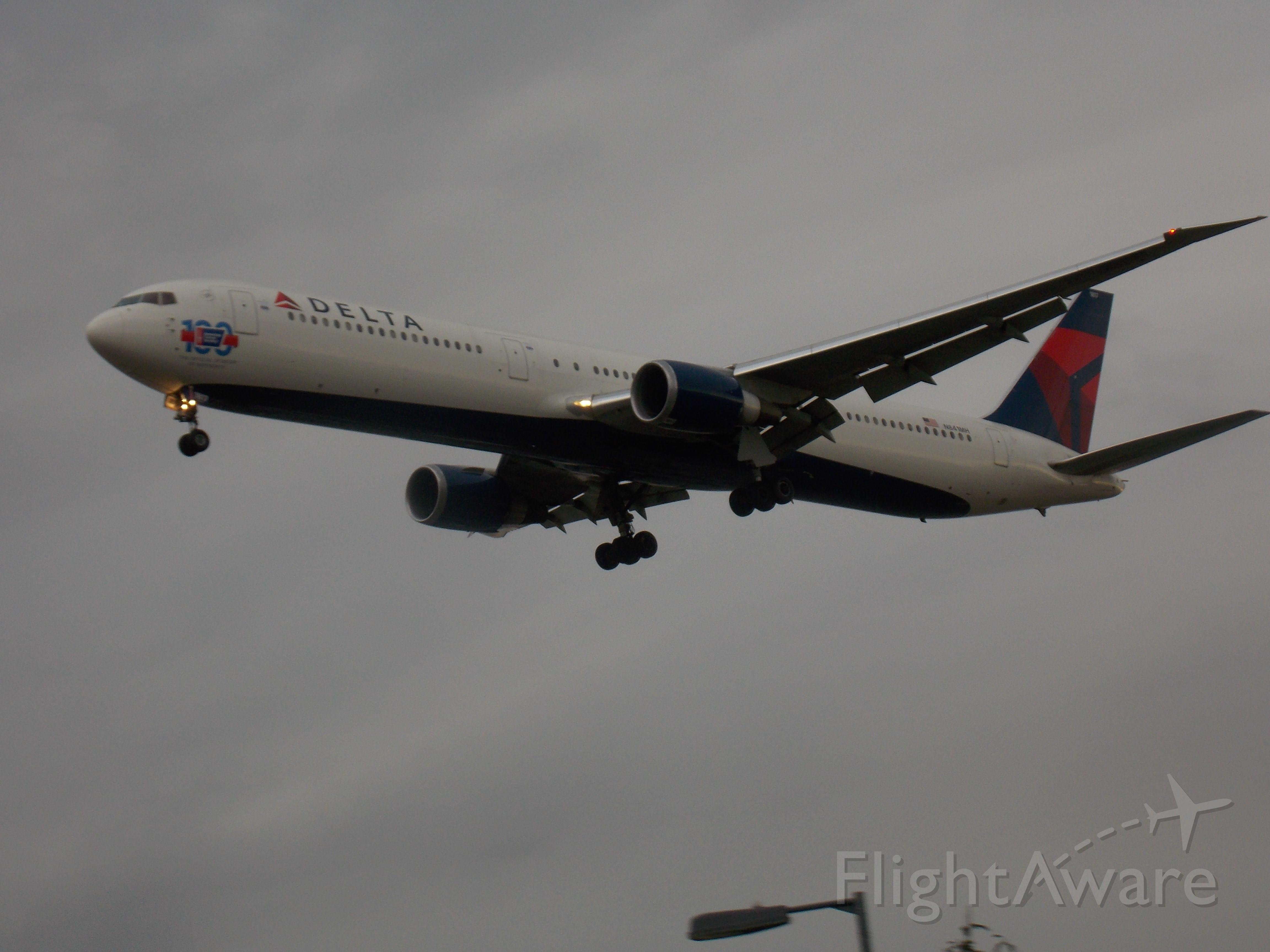 BOEING 767-300 (N841MH)
