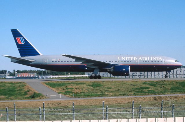 Boeing 777-200 (N798UA) - Taxing at Narita Intl Airport on 2003/11/14