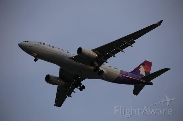 Airbus A330-200 (N373HA)