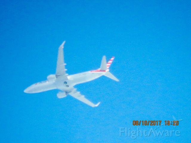 Boeing 737-800 (N878NN)