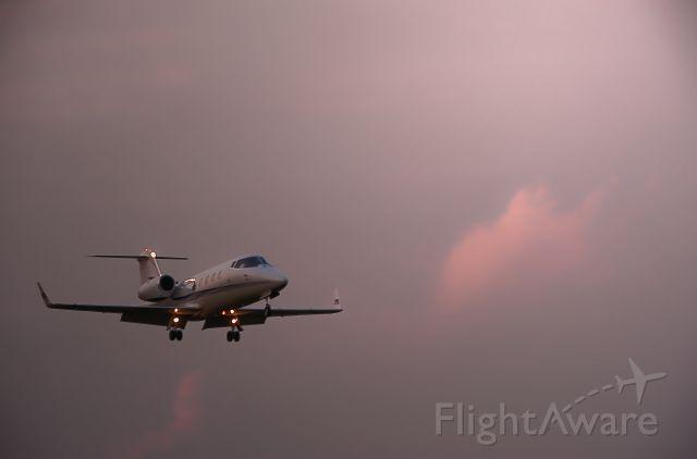 Learjet 55 (N855PT) - Landing Runway 19, Cape May county Airport NJ