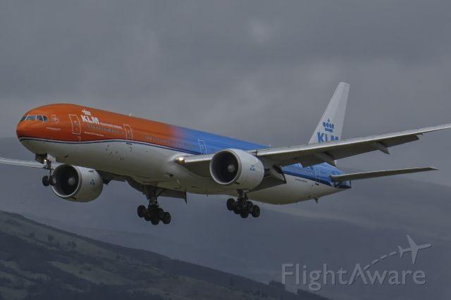"""BOEING 777-300ER (PH-BVA) - First arrival of the """"Orange Pride"""" in Ecuador."""