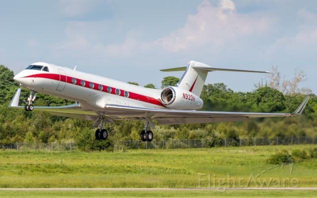 Gulfstream Aerospace Gulfstream V (N933H) - Honeywell's Gulfstream G550 leaves Butler County Regional Airport.