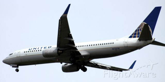 Boeing 737-700 (N73276) - On Final 30L, Over Downtown San Jose, Ca . New paint, former CO aircraft