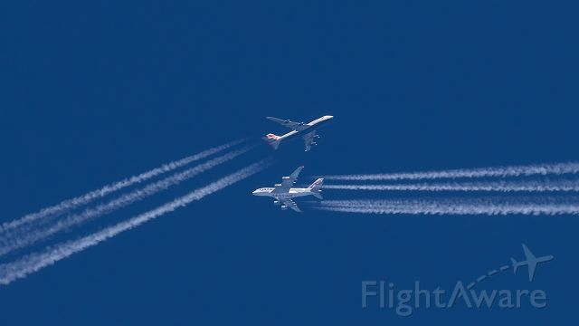 Airbus A380-800 (A7-APH) - A7-APH and G-BNLY over Luxembourg. It looks dangerous, but the vertical separation was 5000 feet. While the A380 was at FL400, the B747 was cruising at FL350.