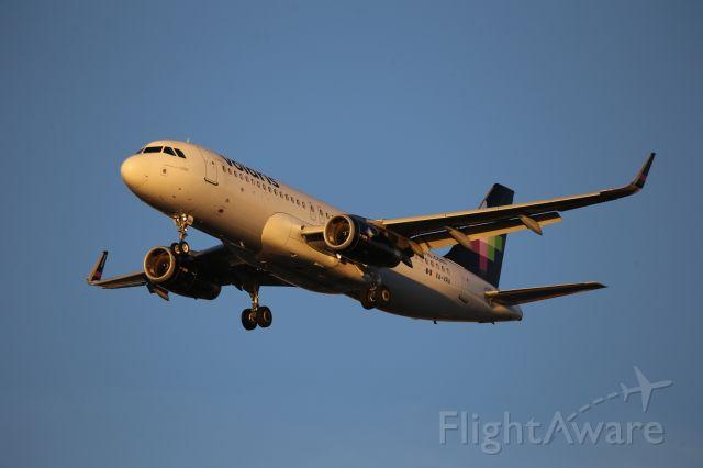 Airbus A320 (XA-VRA)