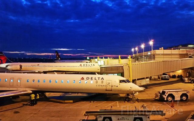 McDonnell Douglas MD-90 (N932DN) - Dawn at KDCA on 05/18/2015. I took the picture with my cell phone.