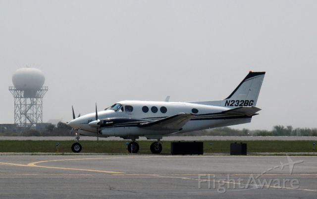 Beechcraft King Air 90 (N232BG)