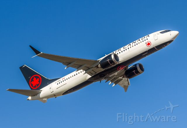 Boeing 737 MAX 8 (C-FSDQ) - One of Air Canadas newest birds on her way to Montreal