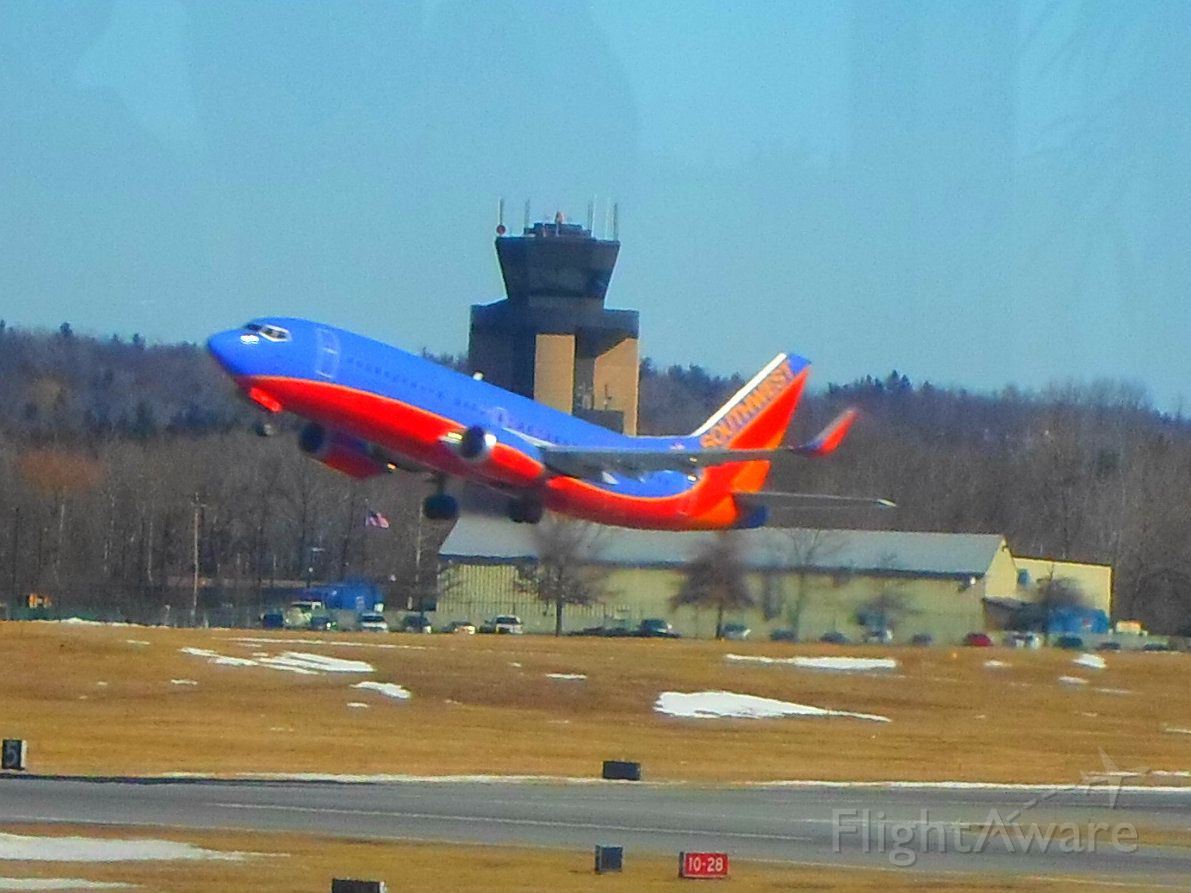 Boeing 737-700 (N391SW) - A Southwest Airlines 737 takes off for Baltimore on Runway 28.