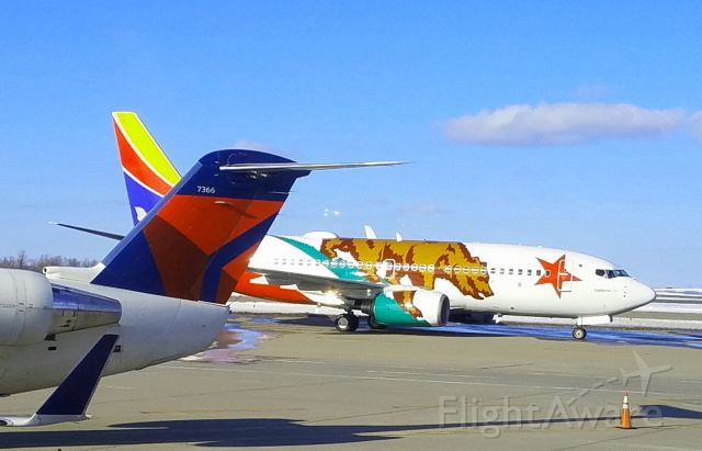 BOEING 737-300 (N609SW)