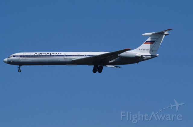 Ilyushin Il-62 (RA-86534) - Final Approach to Narita Intl Airport Rwy34 on 1993/10/11