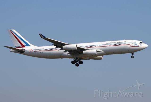 Airbus A340-200 (F-RAJB)