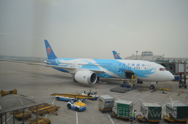 B-2725 — - The first Boeing787 of China