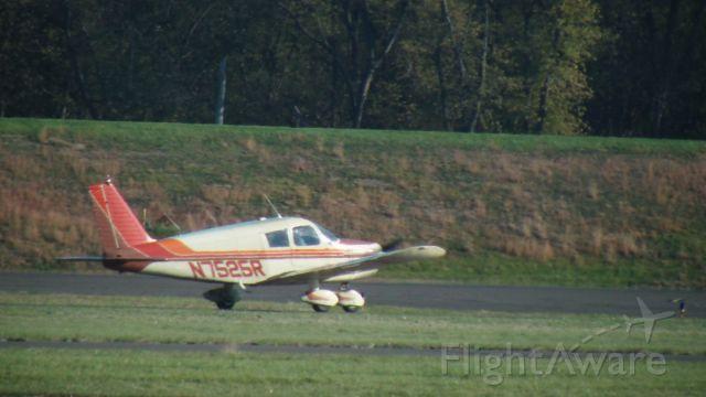 Piper Cherokee (N7525R)