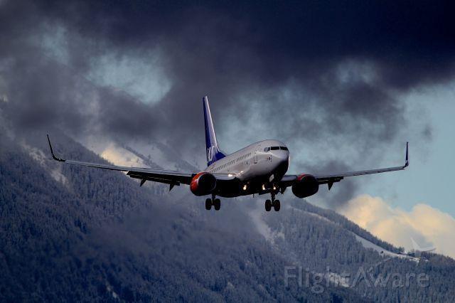 Boeing 737-700 (SE-REZ)