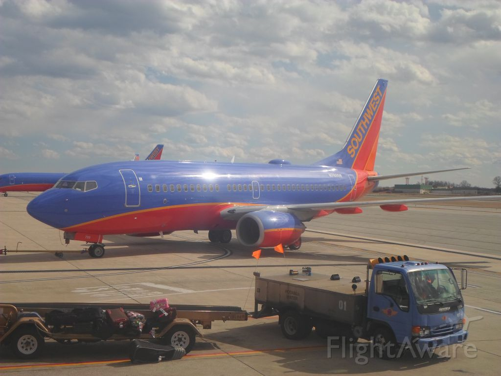 Boeing 737-700 (N789SW) - A Southwest Airlines Boeing 737 pushes back from the gate at KBWI.