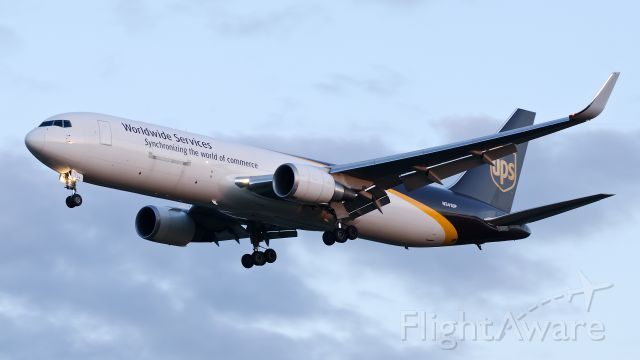 BOEING 767-300 (N341UP) - Sunset landing runway 03, 07-26-2013