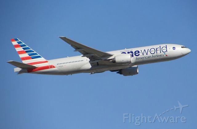 Boeing 777-200 (N796AN)