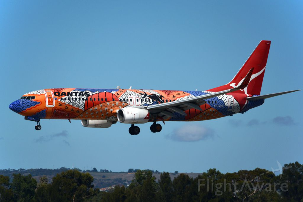 Boeing 737-800 (VH-VXB) - 'Yananyi Dreaming' on short finals for runway 05. Monday, 14th April 2014.