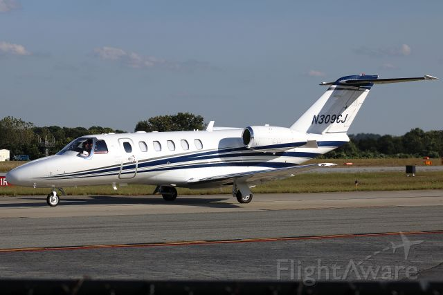 Cessna Citation CJ2+ (N309CJ) - Some of my favorite photos are those with friendly pilots!