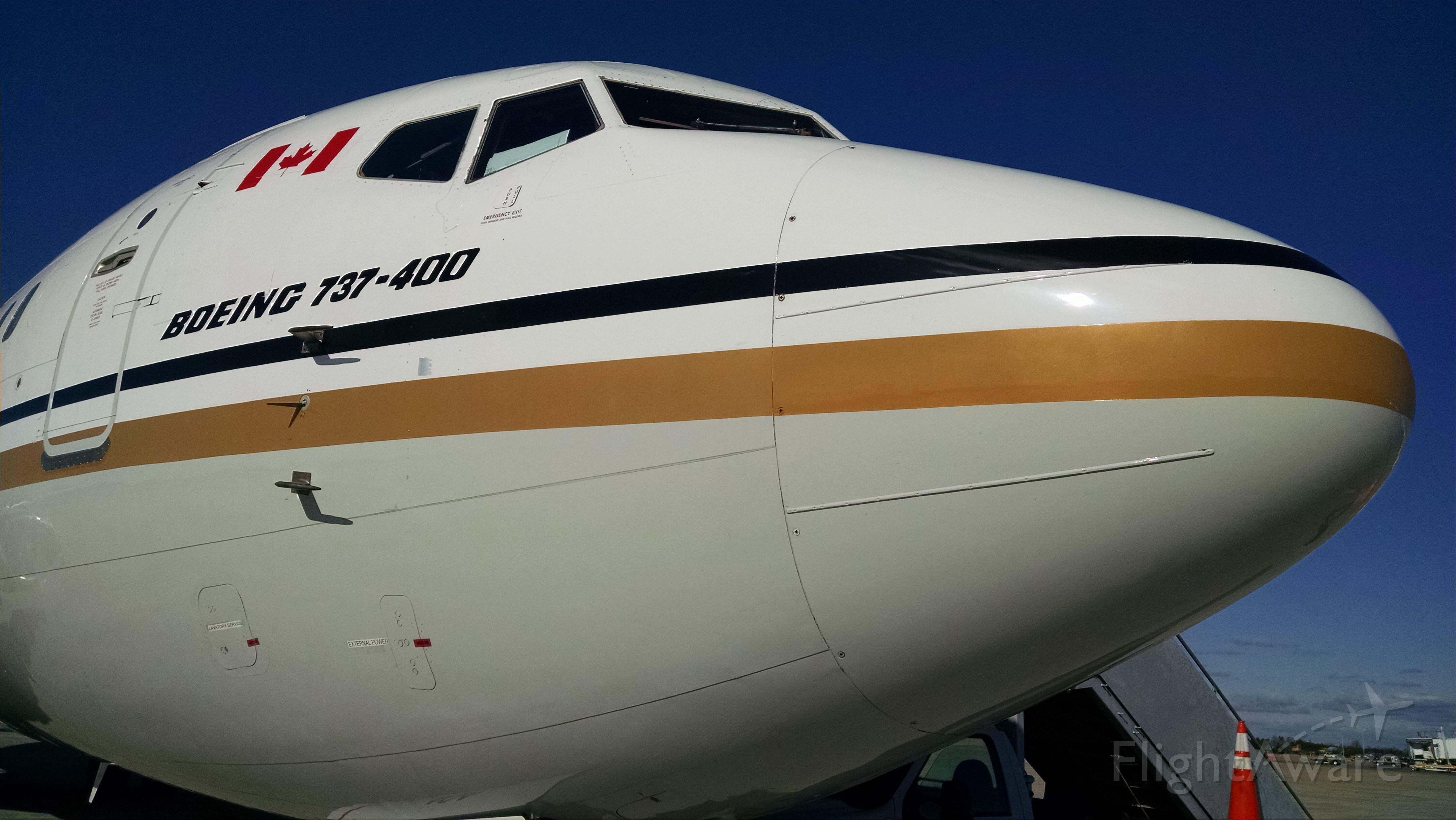 BOEING 737-400 (C-FLDX)