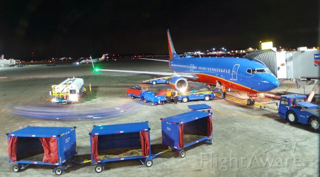 Boeing 737-800 (N8312C) - Southwest 3425 unloading at KBDL from KMCO, Ground crew a blur as they spring into action.