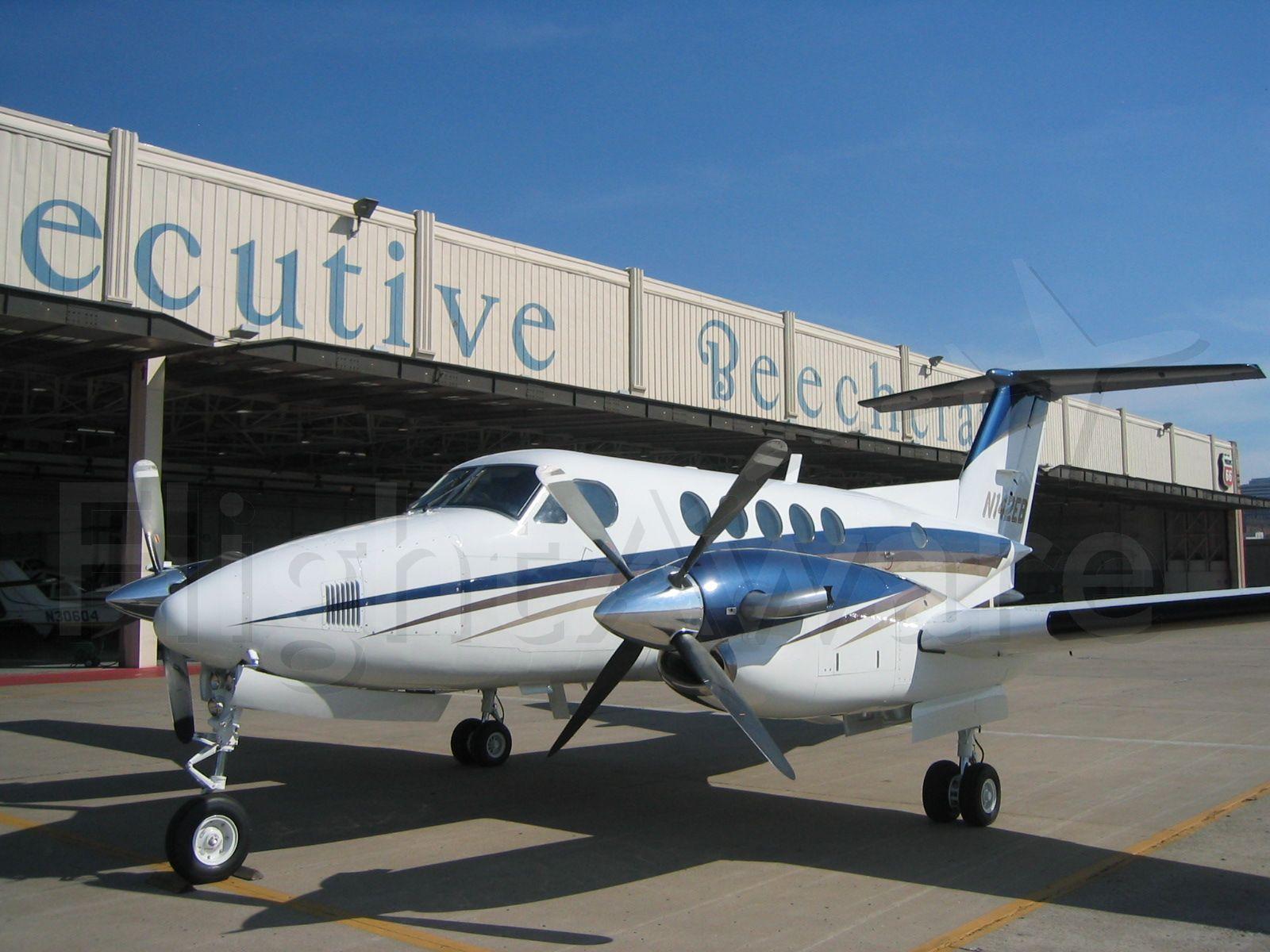 Beechcraft Super King Air 200 (N142EB)