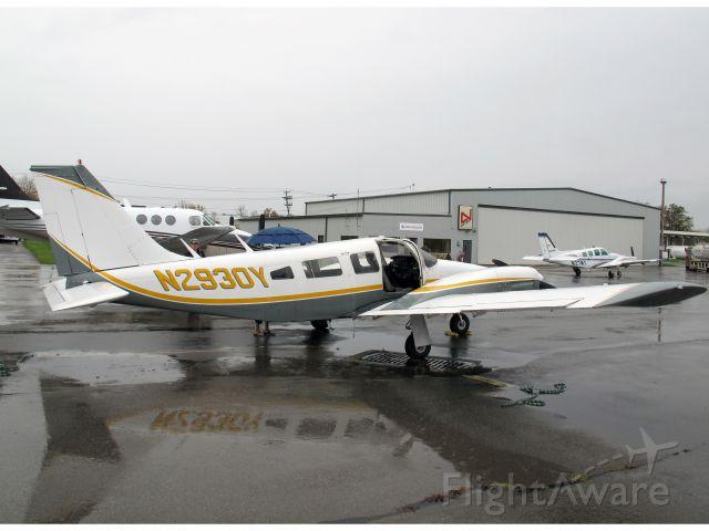 Piper Seneca (N2930Y) - At the Niagara Falls airport.
