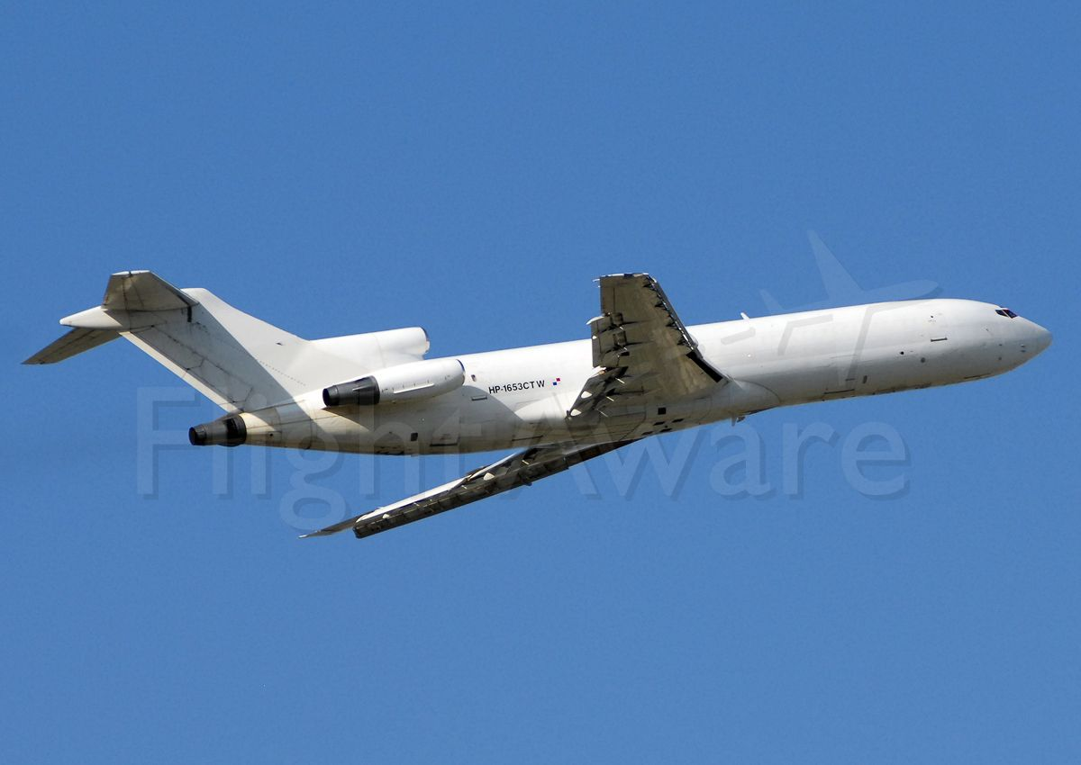 BOEING 727-200 (HP1653CTW) - Panamanian three-holer climbing off of runway 10 at Port-Au-Prince going back for another load of aid