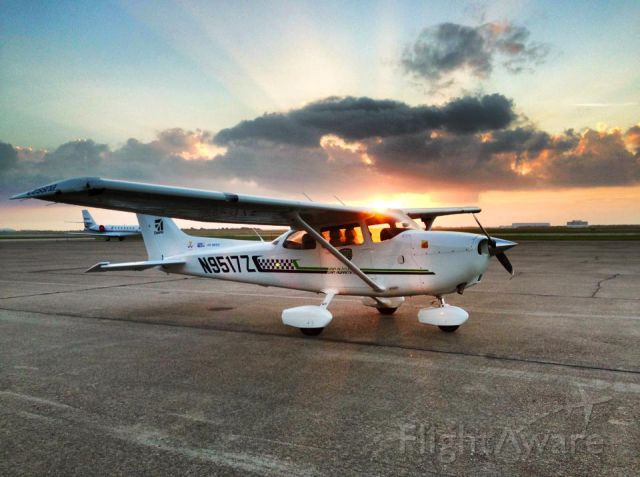 """Cessna Skyhawk (N9517Z) - Taken on the ramp of KEFD! Follow me on Facebook through my adventures with the Discover Flying Challenge! <a rel=""""nofollow"""" href=""""http://www.facebook.com/BrianSForDiscoverFlyingChallenge"""">https://www.facebook.com/BrianSForDiscoverFlyingChallenge</a>"""