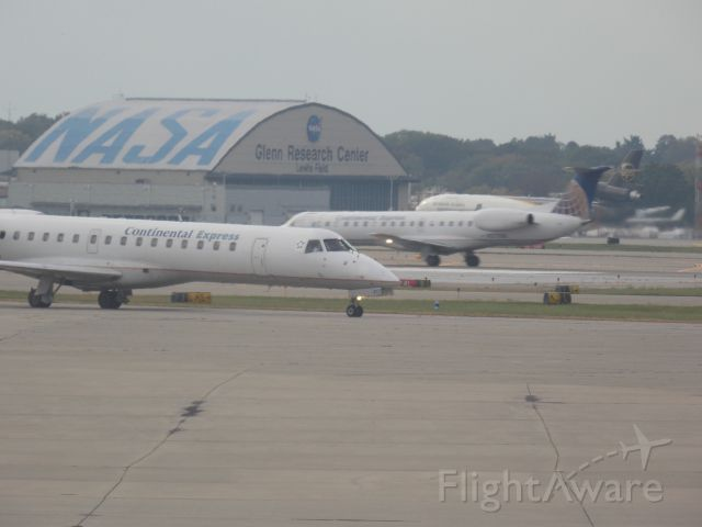 Embraer ERJ-145 (N286SK) - Two Continental titled birds in one shot, never get tired of seeing these.
