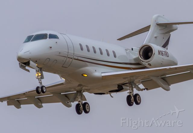 Bombardier Challenger 300 (N167RD)