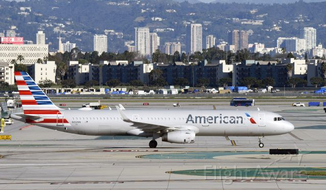Airbus A321 (N102NN) - taxiing to gate at LAX