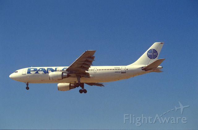 Bell JetRanger (N205PA) - Final Approach to KLAX Intl Airport on 1989/09/01