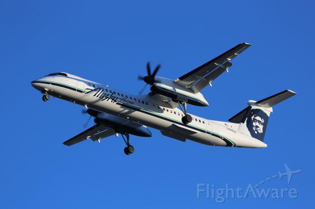 de Havilland Dash 8-400 (N449QX)