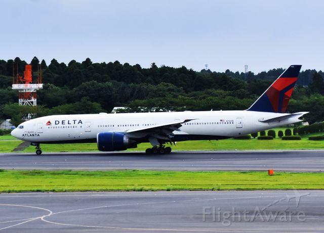 BOEING 777-200LR (N702DN)
