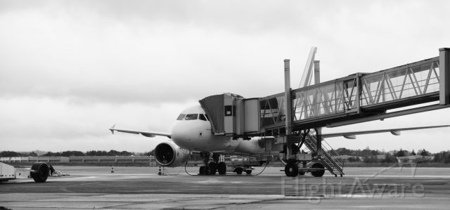 Airbus A319 (AFR7460) - Waiting for passengers