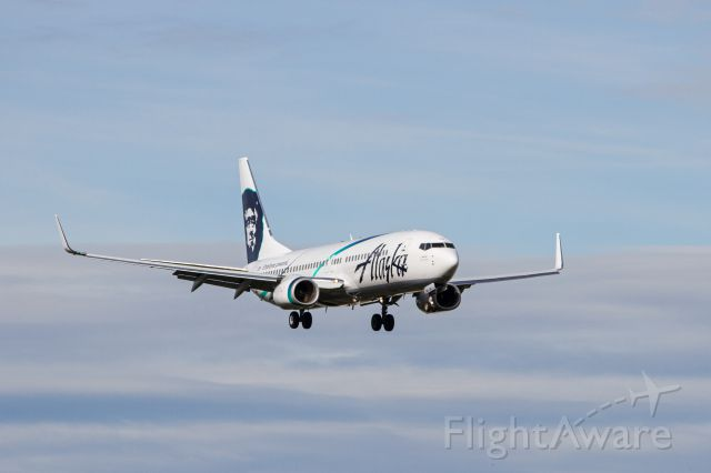 Boeing 737-700 (N568AS)