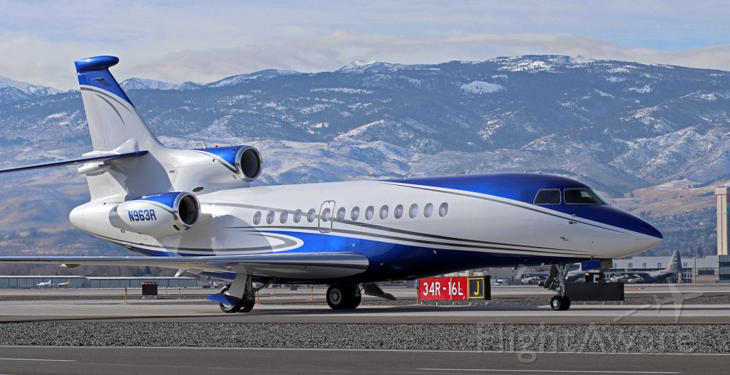 Dassault Falcon 7X (N963R) - Taxiing north on Charlie.