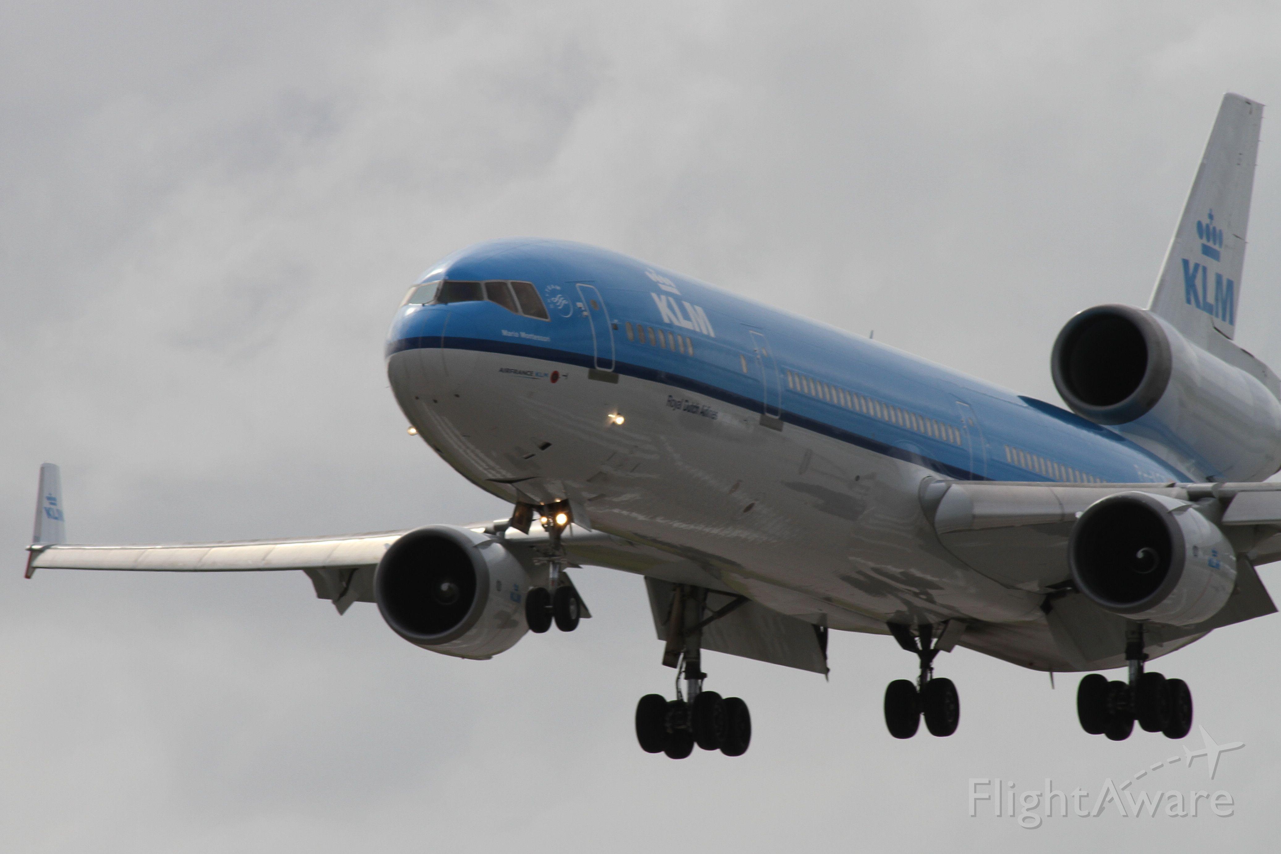 Boeing MD-11 —