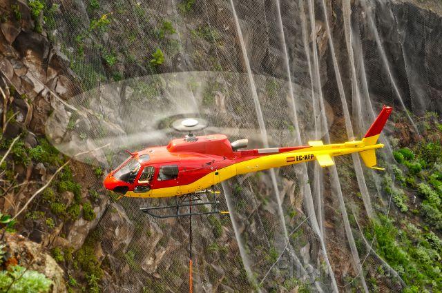 Eurocopter AS-350 AStar (EC-KFP) - Refurbishment work to prevent landslides in Mesa del Mar beach in TACORONTE,  Tenerife (Spain )