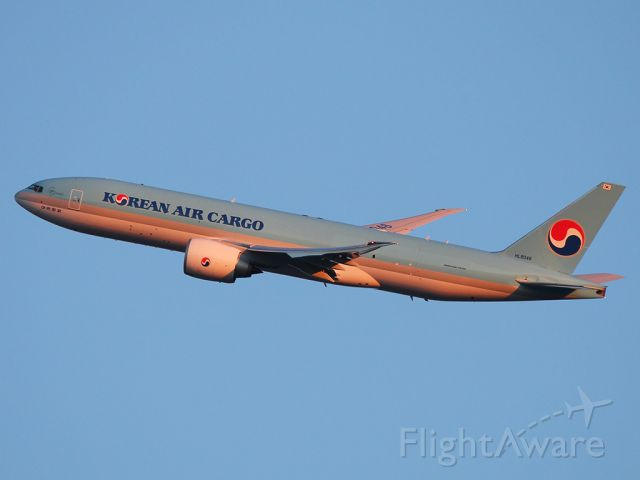 BOEING 777-200LR (HL8046) - Leaving JFK just after sunrise