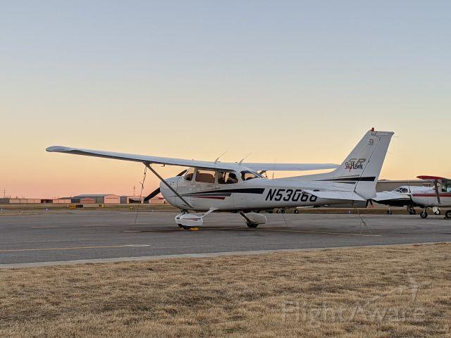Cessna Skyhawk (N53068) - Dusk