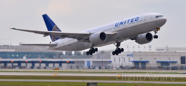 Boeing 777-200 (N785UA)