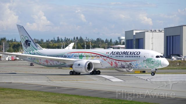 Boeing 787-9 Dreamliner (XA-ADL) - BOE676 taxis onto Rwy 16R for a RTO test on completion of a B1 flight on 9/21/16. (ln 483 / cn 43859). This is the first Boeing 787-9 for AMX.